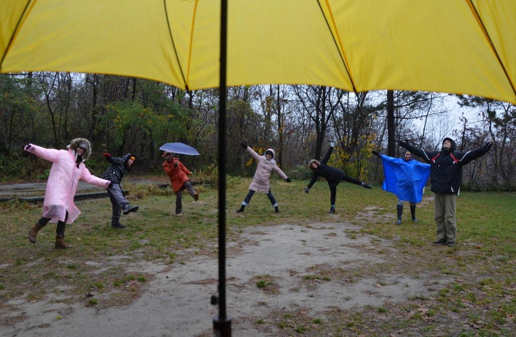 Tinin žuti kišobran i srećni istraživači sveta u sbi i oko sebe_Konzumiraj život_Potraga za skrivenim